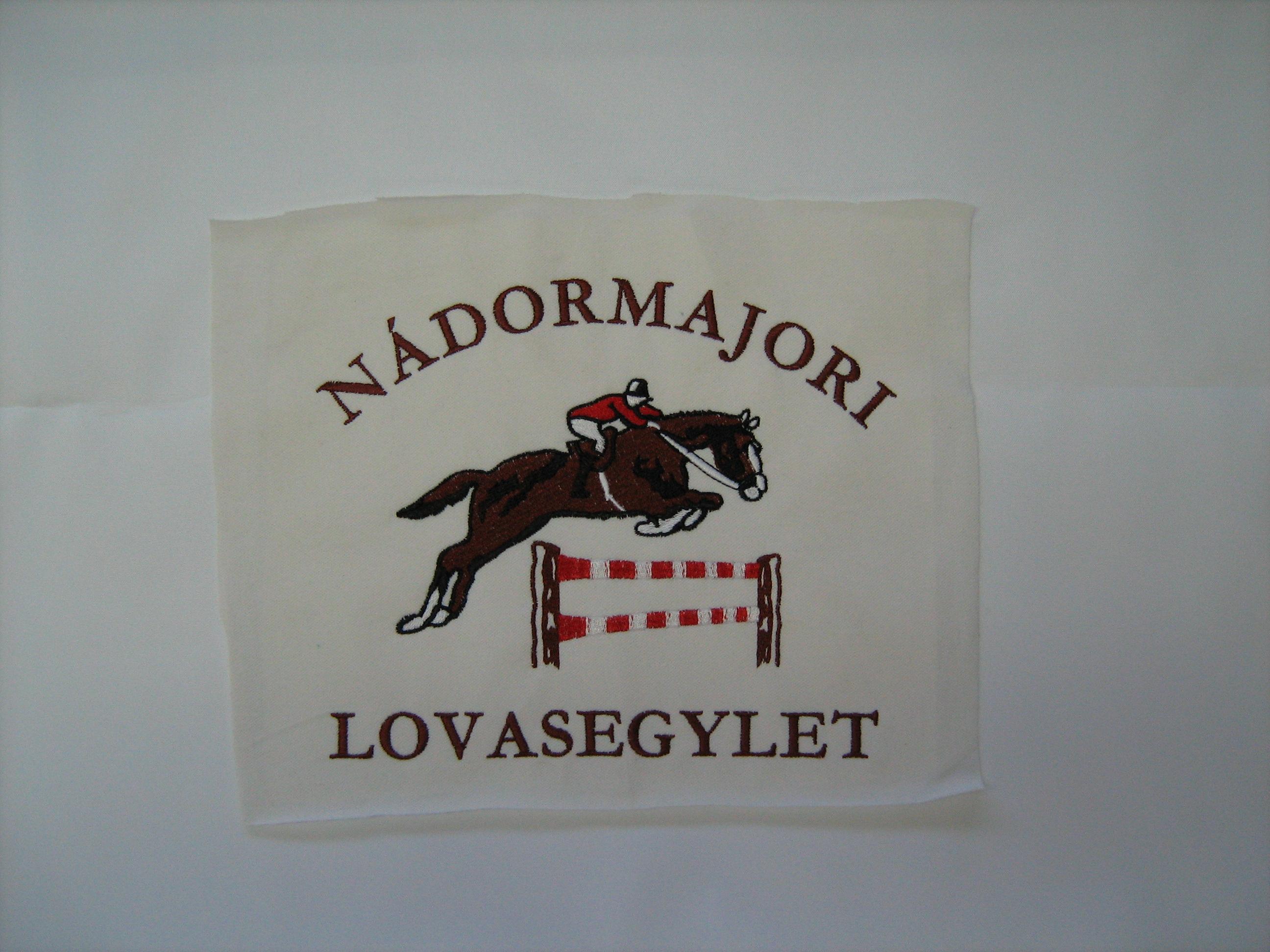 hímzett logó 4